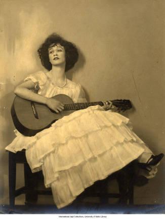 Lee Morse playing guitar